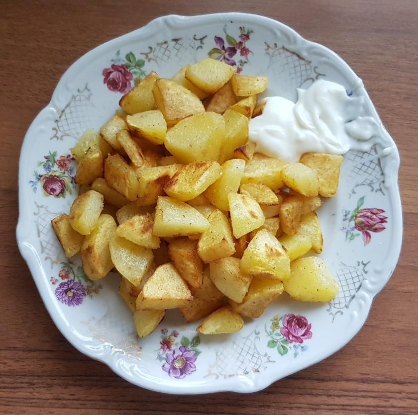 aardappeltjes uit eigen tuin - lekker gebakken en klaar om op te eten