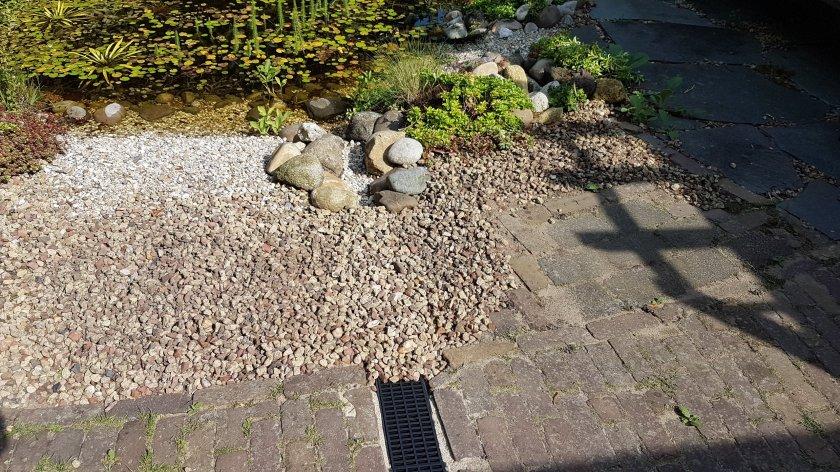 grove steentjes over het rooster
